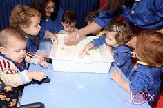 Los peques de P1 #BabygardenISP descubren las sensaciones y las cualidades de la harina mediante el tacto. Han hecho marcas, montones, han buscado elementos escondidos en ella y han practicado la motricidad fina de su mano ejercitando la función de pinza con sus dedos.  ¡¡¡¡Esto sí que es meterse en harina!!!! #InteligenciasMúltiplesISP