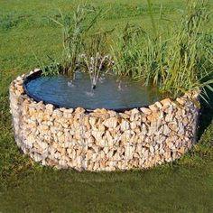 Raised Gabion Pond  superbe idée pour utiliser les pierres enlevées lors de la construction de la terrasse