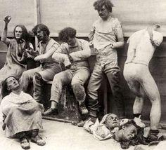 """""""Las fotografías abren puertas al pasado, pero también permiten echar un vistazo al futuro"""" Sally Mann Fútbol en motocicleta. 1919 Charles C. Ebbets hace una fotografía desde lo alto de un rascacie..."""