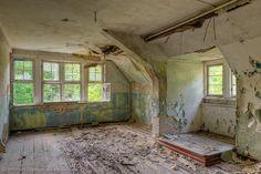 Remains of a Russian sanatorium #sanatarium #sanatorium #hospital #buildings #architecture #medicine