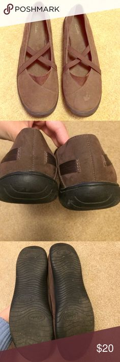 Brown Clarks Shoes Overall these are in good condition. There are some fuzzies around the inside and there are a few stains on the toe areas of the shoe as shown in pic. You could try a shoe cleaner but I don't know if it would work. Other than that the soles and everything are in great shape! Leather Upper. Tons of use left in them! Comes from smoke free home. Thanks! Clarks Shoes Flats & Loafers