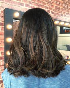 The balayage brunette Hairstyles for the season! Hope they can inspire you and read the article to get the gallery. Hair Inspo, Hair Inspiration, Medium Hair Styles, Curly Hair Styles, Shoulder Length Curly Hair, Hair Highlights, Balayage Hair, Balayage Brunette, Hair Day