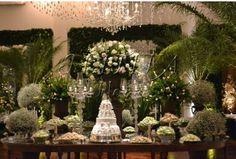 Noiva Antenada: Mesa do bolo e doces casamento