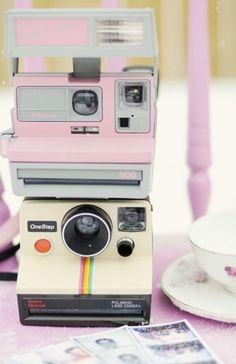 Vintage Inspiration: Vintage Polaroid Cameras as Wedding Decor