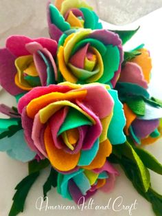 Learn to create beautiful felt rainbow roses with this free pattern and tutorial. Cute Crafts, Crafts To Make, Diy Crafts, Crafts With Felt, Felt Crafts Kids, Sewing Crafts, Butterfly Felt, Felt Flower Tutorial, Felt Flower Diy