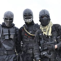 Airsoft Information on our Site Mode Cyberpunk, Army Of Two, Tactical Armor, Post Apocalyptic Fashion, Post Apocalyptic Art, Future Soldier, Military Gear, Military Soldier, Military Army
