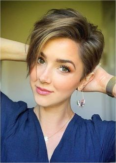 Cute Short Hairstyle Inspirations 2020 - Styles Art Short Hairstyles For Thick Hair, Short Pixie Haircuts, Short Hair Cuts For Women, Curly Hair Styles, Pixie Haircut For Round Faces, Haircut Short, Haircut Styles, Short Cuts, Style Short Hair Pixie