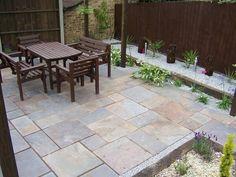 Patio design gravel and wood borders