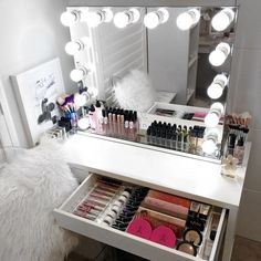 Gorgeous 34 Most Comfortable Makeup Room with Mirror Decoration for Women Mirrored Vanity Desk, Diy Vanity, Vanity Mirrors, My New Room, My Room, Diy Beauty Organizer, Makeup Rooms, Diy Desk, Makeup Organization