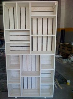 Very cool pallet bookshelf
