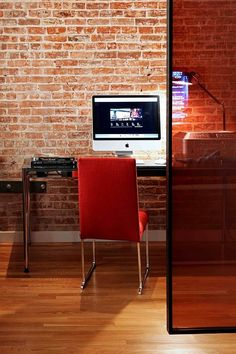 We can make our home office as comfortable as possible by having our favorite office design, high-quality office furniture, and mesmerizing office wallpaper. Apartment Interior Design, Home Office Design, Home Office Decor, House Design, Home Decor, Office Ideas, Office Designs, Loft Design, Wall Design