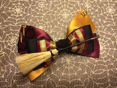 The Harry Potter inspired bow comes with a nimbus 2000 broom, golden snitch, glasses and lightening bolt charm. The bow is made of satin ribbon,