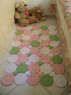 Sweet home : Heegeldatud vaibad Crochet Mat, Crochet Carpet, Crochet Home, Love Crochet, Crochet Crafts, Crochet Doilies, Crochet Stitches, Crochet Projects, Crochet Patterns