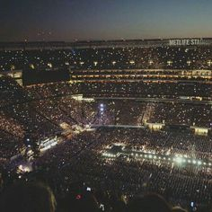 So, this is my family 1d Concert, Concert Crowd, One Direction Concert, Dream Concert, One Direction Photos, Concert Stage, Army Wallpaper, Bts Wallpaper, Bts Show