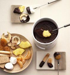 Schokofondue: 300 g Zartbitter-Schokolade + 150 g Schlagsahne