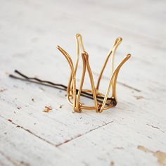Crown bobby pin - So making these!!