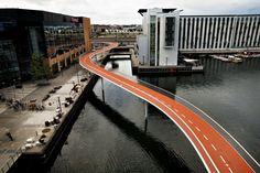 Københavns nyeste cykelbro, Cykelslangen, løber fra afslutningen af Bryggebroen ved Aller Medias hovedsæde over til Fisketorvet. (Arkivfoto) - Foto: EHRBAHN JACOB