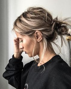 Comment se coiffer quand on a les cheveux sales ? Everyday Hairstyles, Bun Hairstyles, Pretty Hairstyles, Hairstyle Ideas, Short Hair Ponytail Hairstyles, Casual Hairstyles, Great Hair, Good Hair Day, Hair Looks