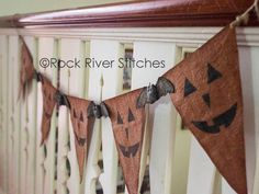 Primitive Halloween Pumpkins and Bats Banner PATTERN, PDF Sewing Pattern, Halloween Pattern, Autumn Pattern, Home Decor crafts Retro Halloween, Fairy Halloween Costumes, Vintage Halloween Decorations, Halloween Banner, Halloween Patterns, Halloween Pumpkins, Halloween Party, Primitive Halloween Decor, Primitive Fall Decorating
