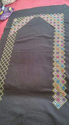 Cross Stitch Borders, Cross Stitch Designs, Stitch Patterns, Hardanger Embroidery, Cross Stitch Embroidery, Swedish Weaving, Gingham Fabric, Crochet Flower Patterns, Satin Stitch