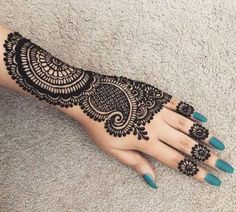 Are you interested to adore simple mehndi designs on palm on chand rat? Mojaritoy of the girls and women move to the mehndi artists or saloons for the best mehndi design. Pretty Henna Designs, Back Hand Mehndi Designs, Indian Mehndi Designs, Mehndi Designs 2018, Mehndi Designs For Beginners, Stylish Mehndi Designs, Mehndi Designs For Fingers, Wedding Mehndi Designs, Mehndi Design Pictures