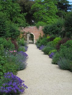 lovely, soft path edges and great use of repetition... beautiful.