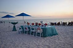 For couples who want to stand out on their special day, the wedding experts at The Ritz-Carlton, Naples recommend setting your sweetheart table with linens in a statement color.