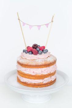 Naked Cake Rezept mit Himbeer-Mascarpone Füllung Bakery Cakes, Mel, Cake Icing, No Bake Cake, Nakes Cake, Cake Recipes, Baking Desserts, No Bake Desserts, Cake Birthday