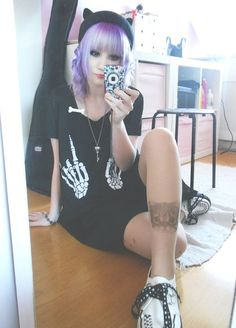 Lavender hair, skeleton hands cropped top & beanie, super cute nu goth look. <3  SO IN LOVE with that look, I'd like a pair of holey jeans under that dress though.