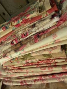 40 antique French 18th 19thC Indiennes chintz Toile de Jouy small fabric patches