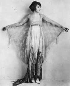 Lillian Gish | silentfilm.org   photographer: unknown