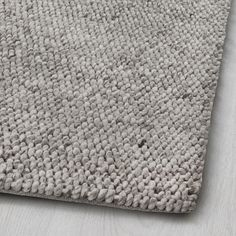 HJORTHEDE Rug IKEA The rug is made of wool so it's naturally soil-repellent and very durable. Handwoven by skilled craftspeople, and therefore unique. Plush Carpet, Rugs On Carpet, Carpet Decor, Carpets, Handmade Home Decor, Handmade Rugs, Dark Carpet, Beige Carpet, Modern Carpet