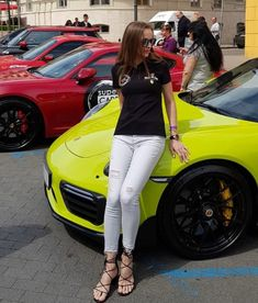 Hotel Bee - Travel tips and Travel Guides Woman In Car, Girls Driving, Best Suv, Car Buying Tips, Porsche Models, Car Tuning, Car Girls, Cool Trucks, Porsche 911