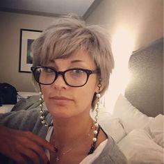 実は私。。若い頃から老眼で今日は老眼メガネと、メガネチェーンを買って老眼メガネは、市販のもの。。アメリカは簡単に買えるから有難い。日本で作ると高いし、 オシャレなモノ見つからないしね メガネチェーンは、24ドル老眼メガネは58ドルでした〜〜ノードストロームで買った〜〜 #nordstrom #pearleyeglasschain