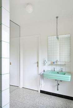 a f a s i a: Dierendonckblancke architects Terrazzo is becoming more entwined with bathrooms in homes. Because terrazzo is easy to maintain and easy to clean, it makes it an ideal choice for flooring, wall panels and countertops.