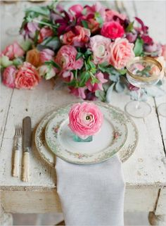 Pretty Tablescapes: Top Wedding Table Styling Ideas - Want That Wedding Beautiful Table Settings, Deco Table, Wedding Planning Tips, Decoration Table, Flower Decoration, Tiffany Blue, Chic Wedding, Wedding Vintage, Summer Wedding
