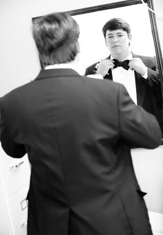 nothing like a man in a tuxedo - Photography by Daniel Pullen Photography http://www.outerbanksweddingassoc.org/membersearch/memberpage.html?MID=1847=Photographers=16