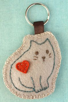 Items similar to Keychain kitty - hand embroidered on Etsy Fabric Crafts, Sewing Crafts, Sewing Projects, Felt Projects, Cat Crafts, Arts And Crafts, Penny Rugs, Wool Applique, Felt Diy