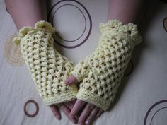 Fingerless Gloves tutorial and how to. Nice share plus YouTube clip. Nice share, thanks so xox