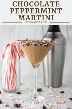 With chocolate liqueur, Creme de Cacao, half-and-half and peppermint schnapps, this chocolate peppermint martini is perfect for the holidays. Alcohol Drink Recipes, Martini Recipes, Cocktail Recipes, Christmas Drinks, Holiday Drinks, Holiday Recipes, Christmas Brunch, Chocolate Martini, Chocolate Liqueur