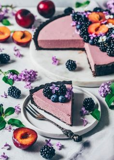 Blackberry Mousse Tarte - without baking, veg . - This simple blackberry mousse tart with oreo biscuit base is prepared in just 10 minutes and is so - Easy Cheesecake Recipes, Oreo Cheesecake, Easy Cookie Recipes, Tart Recipes, Biscuit Oreo, Oreo Biscuits, Desserts Végétaliens, Dessert Recipes, Dinner Recipes