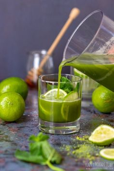 Refreshing matcha iced tea recipe for hot summer days. It's ready in 5 minutes, refined sugar-free and nutritious! Lime, mint and maple syrup add a ton of flavor. Matcha Iced Tea Recipe, Iced Tea Recipes, Lemon Fish, Slice Of Lime, Banana Nut Bread, Canned Chickpeas, Happy Foods, Lemon Bars, Iced Tea