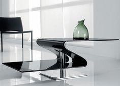 Plus que quelques jours pour profiter des soldes sur notre site www.mobilierenvogue.fr Venez découvrir une sélection de tables basses design qui exprimeront tout leur potentiel déco dans votre intérieur. Dotées de finitions impeccables, ce sont de purs bijoux d'esthétisme !
