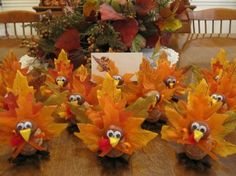 Eine niedliche Idee für das Thanksgiving sind diese selbstgemachten Truthähne aus Naturmaterialien