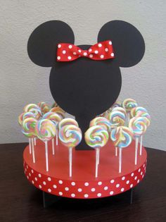 Minnie Mouse cake pop holder - hmm might be able to make this myself!