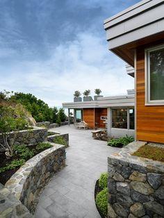 Casa moderna en piedra y madera