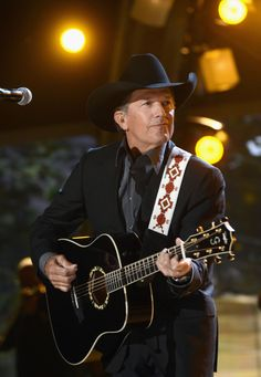 George Strait Discover George Strait LAS VEGAS NV - APRIL Musician George Strait performs onstage during the Annual Academy of Country Music Awards at the MGM Grand Garden Arena on April 7 2013 in Las Vegas Nevada George Strait Lyrics, George Strait Quotes, George Strait Family, Country Musicians, Country Music Artists, Country Singers, Academy Of Country Music, Country Music Awards, Country Men