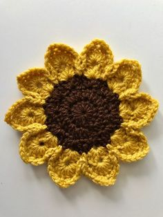 15 Free Sunflower Crochet Patterns Roundup: Brought to you by Edyth Blayn. Check out these GREAT and FREE sunflower crochet patterns! Crochet Coaster Pattern, Crochet Motifs, Crochet Flower Patterns, Flower Applique, Crochet Flowers, Crochet Applique Patterns Free, Crochet Flower Tutorial, Crochet Appliques, Doll Patterns