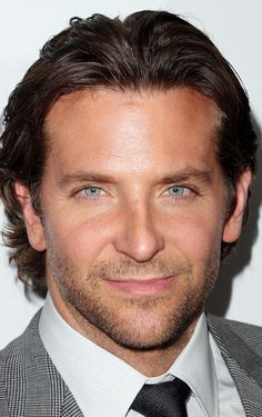 Celebrities - Bradley Cooper Photos collection You can visit our site to see other photos. Bradley Cooper Hair, Brad Cooper, Beautiful Eyes, Gorgeous Men, Shaved Head, Hollywood Actor, Jennifer Lawrence, American Hustle, Movie Stars