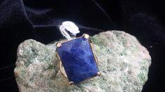 anel com pedra natural  sodalita  folhado 18k  com garantia  aro16  tamanho da pedra 2cm por 1,5cm R$ 89,00